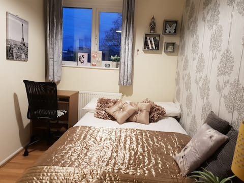 Lovely  double room free park nr science park