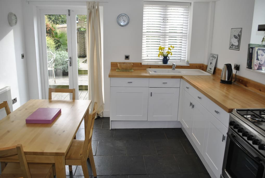 Fully fitted kitchen with integral dishwasher