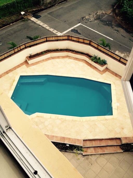 Vue de la piscine du balcon