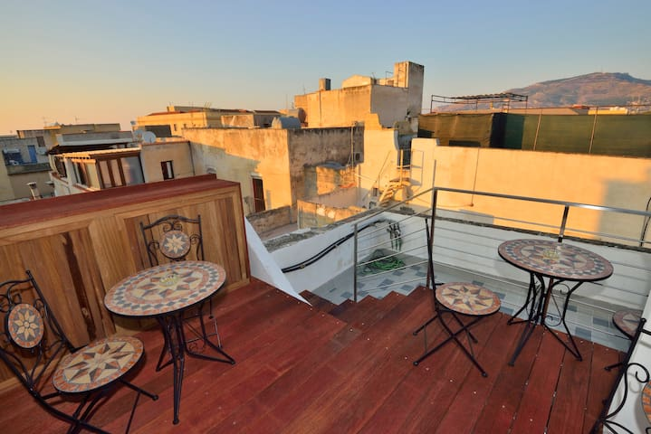 House in the old town, near the sea - Trapani - Apartamento