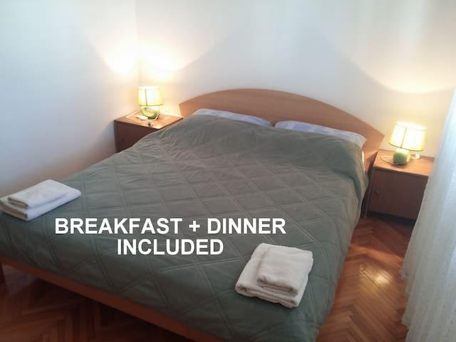 Beachside Room #9 +incl. HALF BOARD - Zavala - Bed & Breakfast