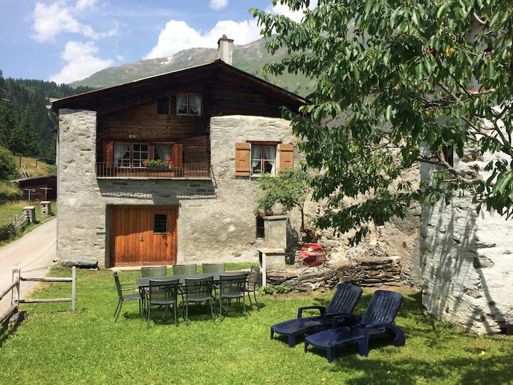 Sunny, rustical 5½ room cottage in Valposchiavo