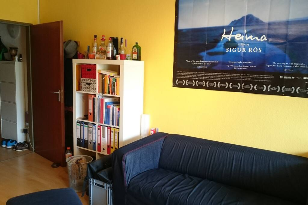 Zimmer mit Blick zum Flur