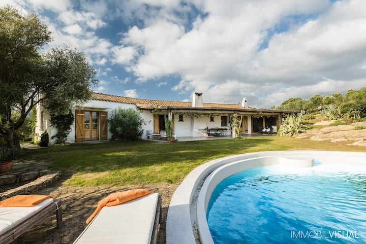 Villa Relais - exclusive swimming pool, wifi, 8 guests, Marinella view