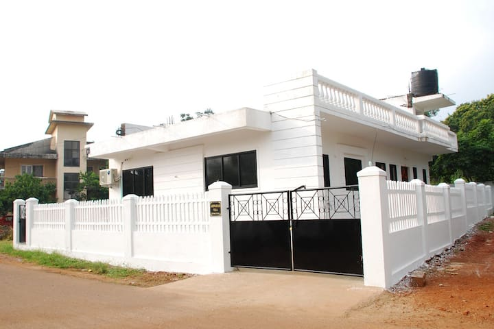 Beautiful Independent Villa Fully Air -Conditioned - North Goa - Hus