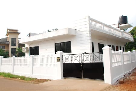 Beautiful Independent Villa Fully Air -Conditioned - North Goa - Dom