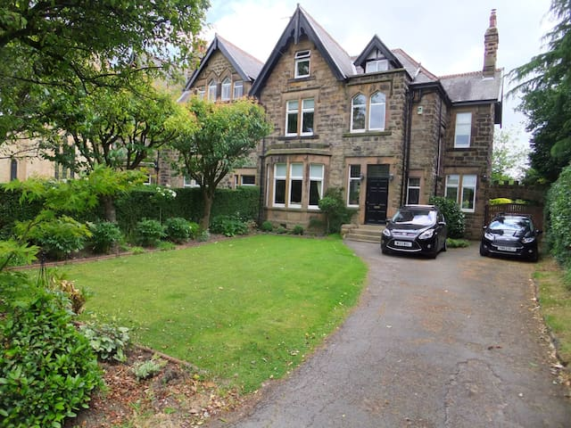 Victorian House close to towncentre - Harrogate - Bed & Breakfast