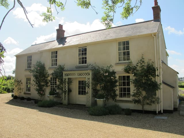 Lovely B&B, 6 Double bedrooms. - Laughton