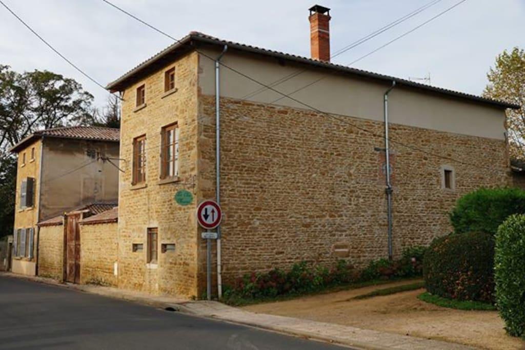 La maison depuis la rue
