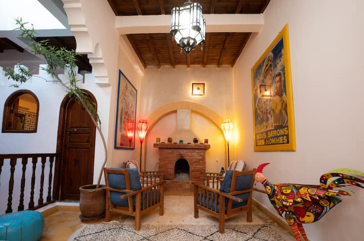 Large, bright, comfortable Riad in the Medina.