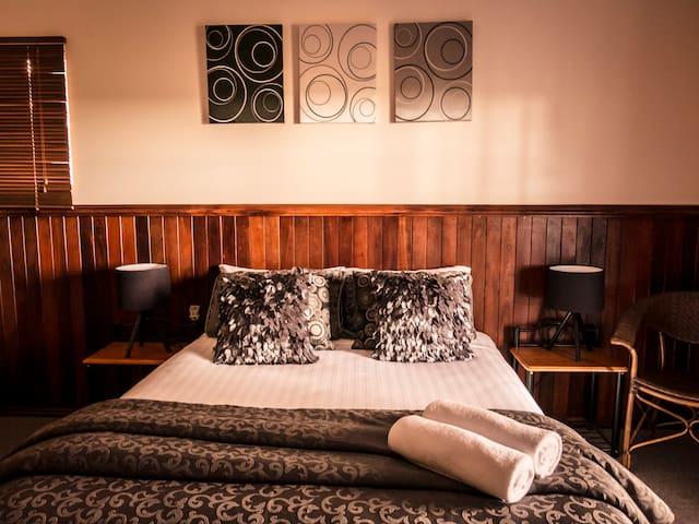 Nannup Hideaway- Garden View Guest suite