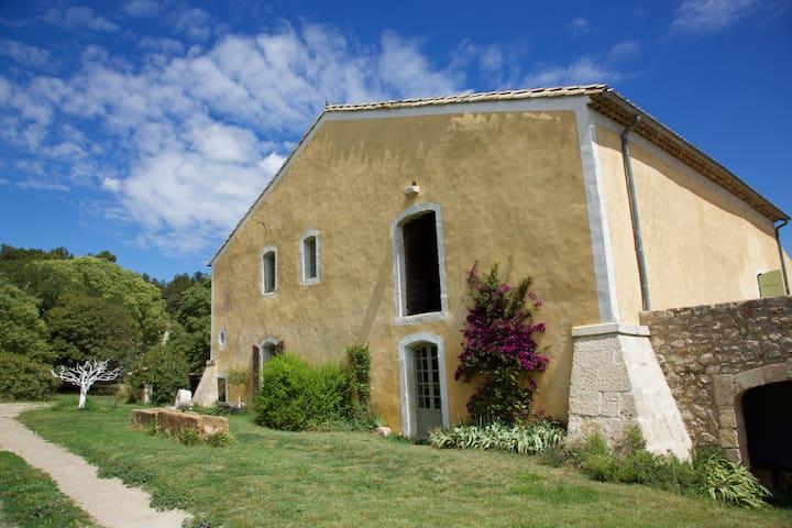 Stunning Views Heart of Provence - Saint-Martin-de-Crau - House