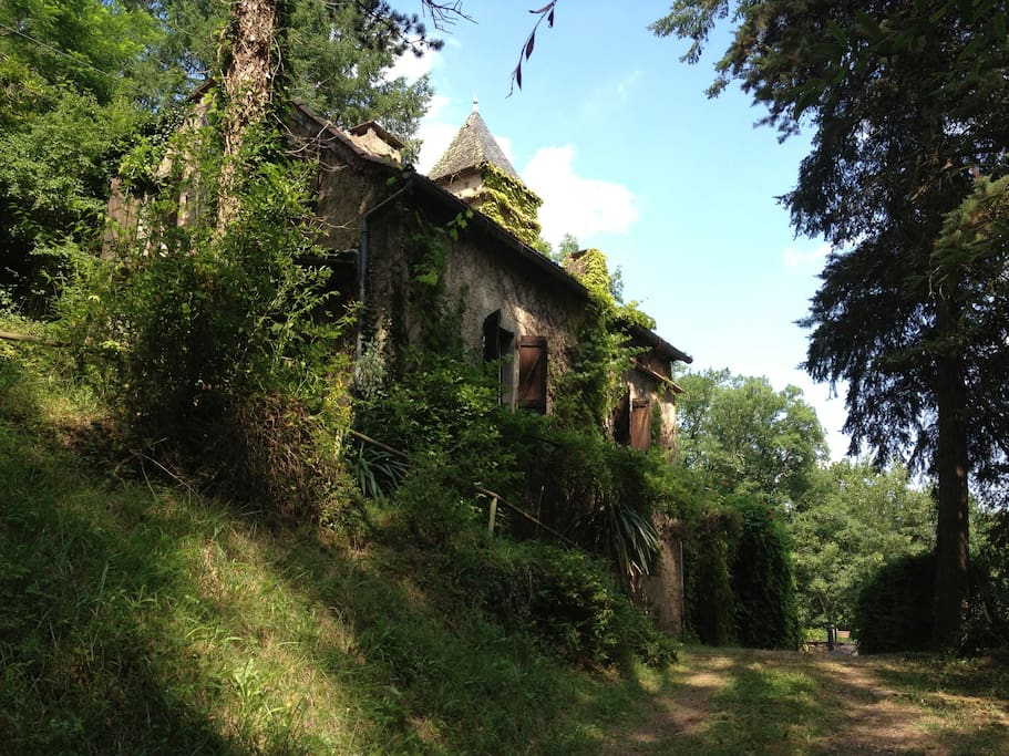 The house is set in 5 acres of woodland.