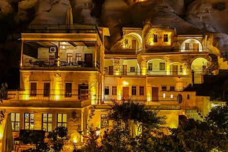 SPELUNCA  CAVE  HOTEL DOUBLE ROOM/BREAKFAST - Göreme Belediyesi - Inap sarapan