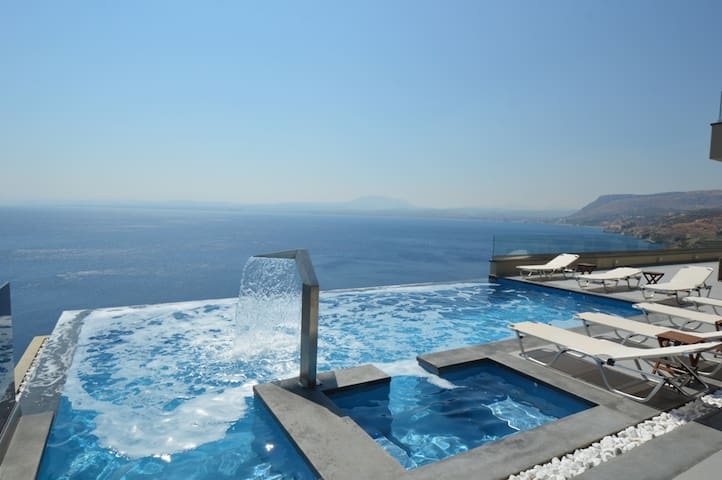 Infinity pool with Jacuzzi area, waterfall jet and against ­current swim