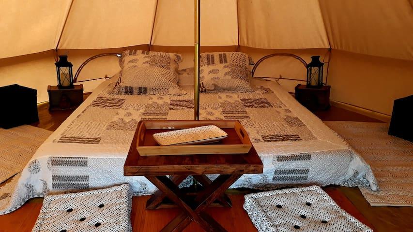"""Domaine de la Pierre Sèche B&B  """"La tente inuit"""""""