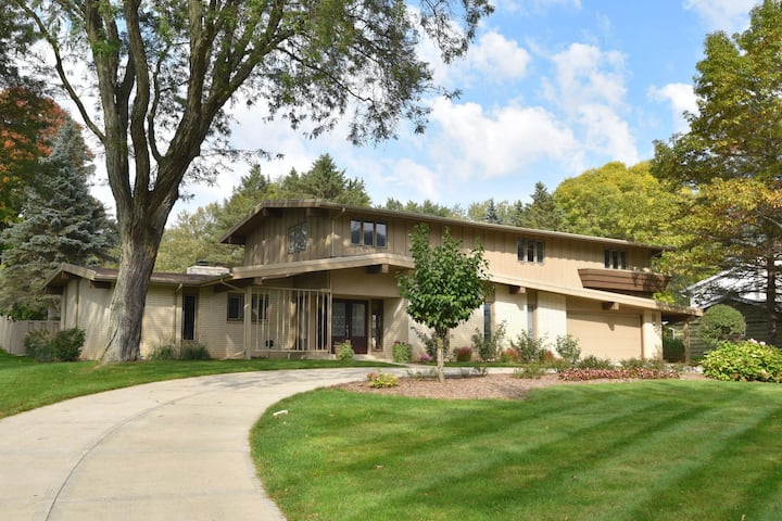 Milwaukee DNC 4 bedroom+ House with In-ground pool