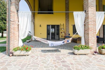 Splendido cascinale ristrutturato - Gradella di Pandino, CR