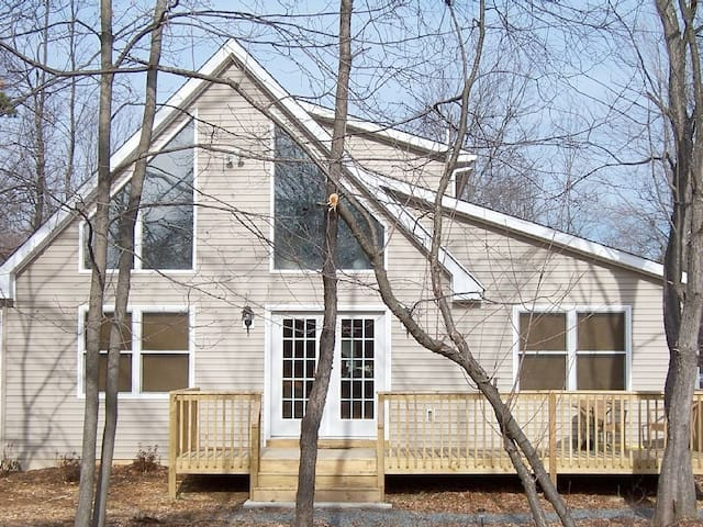Poconos-Pet Friendly, WIFI,Game Area-Great Chalet! - Albrightsville
