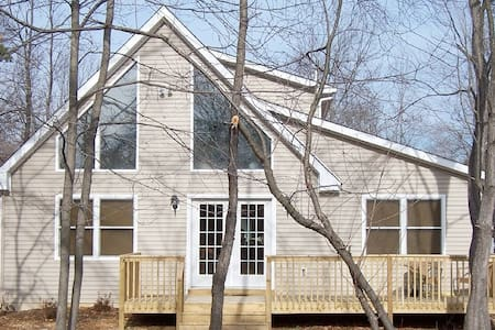 Poconos-Pet Friendly, WIFI,Game Area-Great Chalet! - Albrightsville - Casa