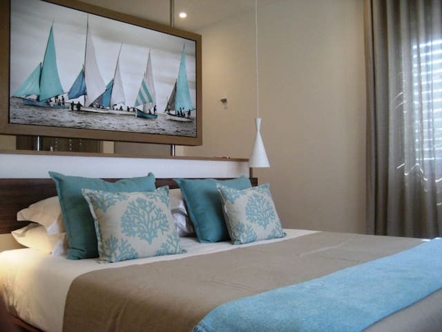 Aquaria luxury beachfront Apartment - Blue Bay - Apartment
