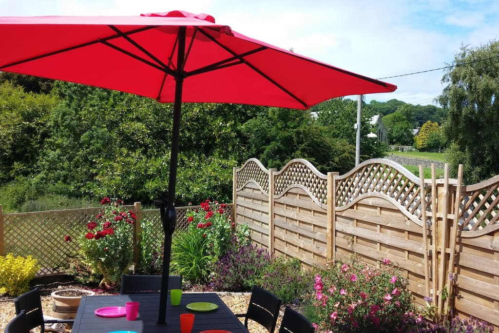 Enclosed patio garden - perfect for a leisurely breakfast or alfresco dining