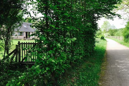 Le pressoir sur la voie verte - Ferrières-Saint-Hilaire - Haus