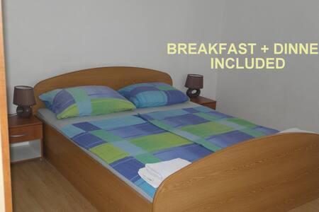Beachside Room #6 +incl. HALF BOARD - Zavala - Bed & Breakfast