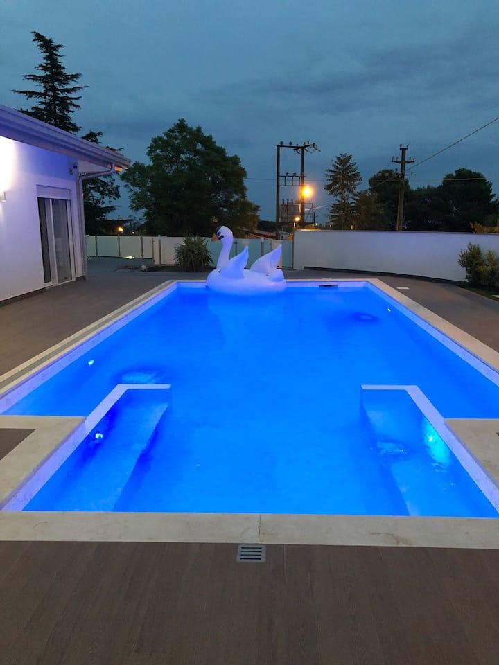 Etna White, camere private con piscina