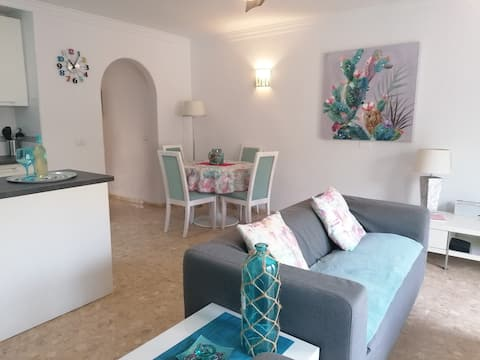 Newly refurbished modern apartment with WIFI