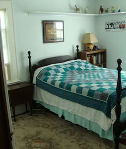 Sunny, cozy room in NJ family home - Maplewood - Ev