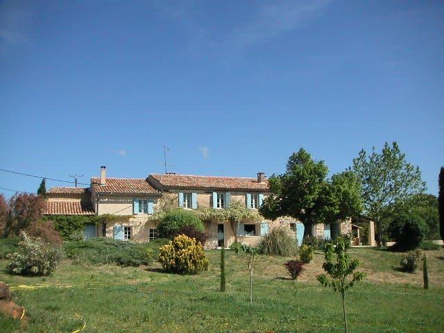 superbe mas avec vue exceptionnelle - La Bastide-des-Jourdans - บ้าน