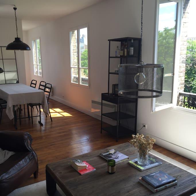Living room, 3 big windows, view of Seine River.