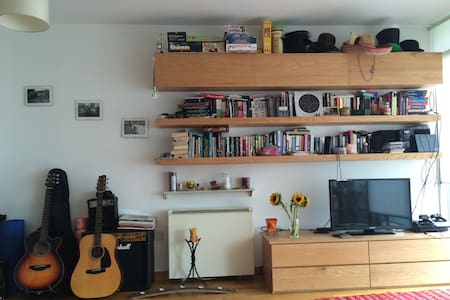 Cosy Bedroom with Balcony, City Centre, Dublin - Dublin - Appartement
