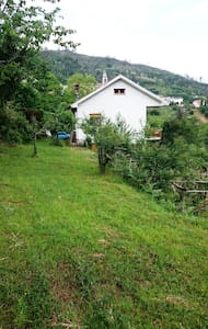 Detached house 10 km sea, quiet,WiFi, pets, BBQ - Carrodano, Italia - Vila