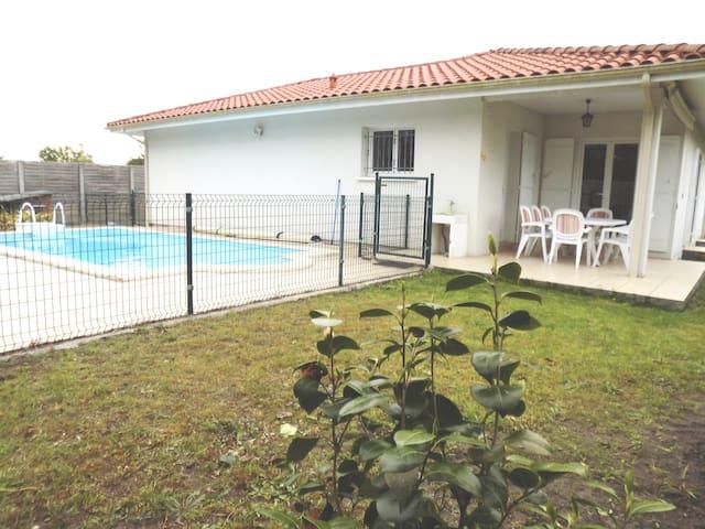 Villa spacieuse 8 personnes avec piscine - Mimizan - Villa