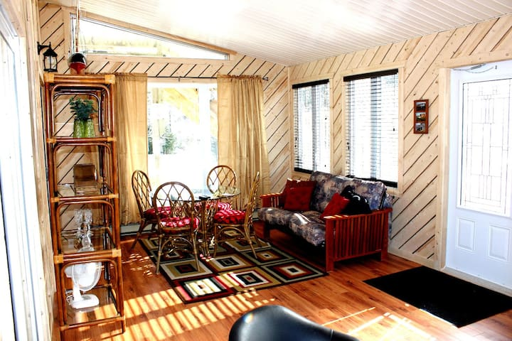 2 Bedroom Apartment with Sunroom