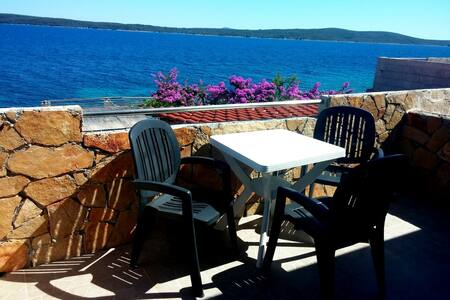 "Beachside Guesthouse Rooms ""Galija"" - Zavala - Bed & Breakfast"