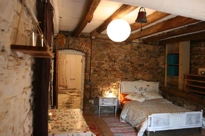 Otoño en masia de artistas! - hostalric hostalric - House