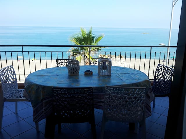 Seafront house in front of the Aeolian Islands - Capo - Apartment