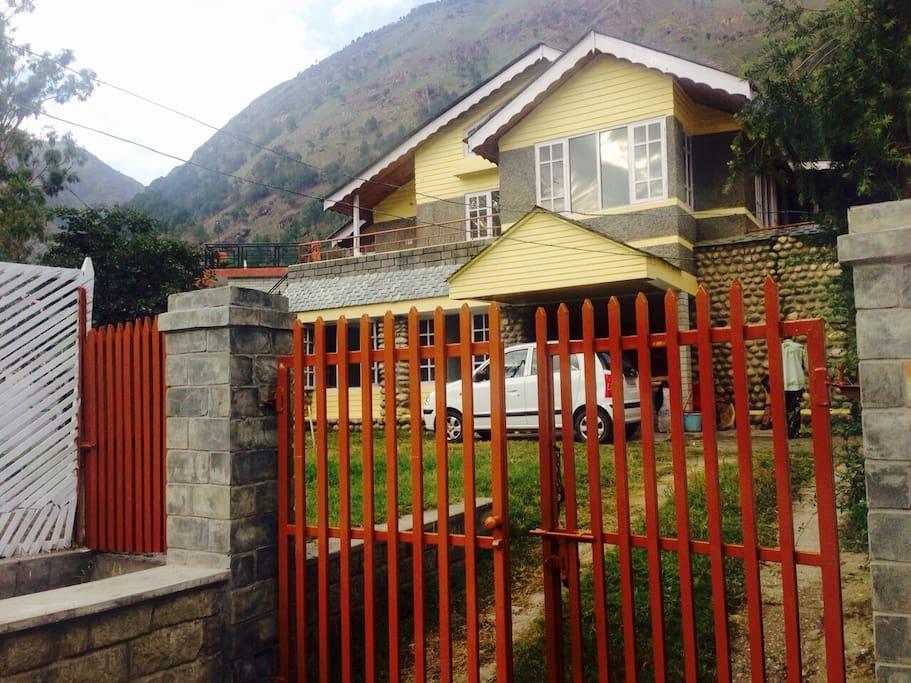 Chetanvi Cottage : Charming Villa in Parvati Valley.
