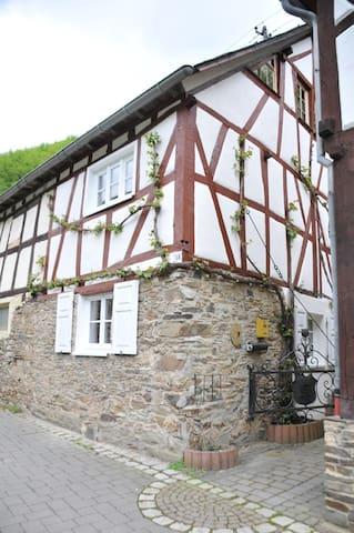 Ferienhaus im Ehrenburgertal - Brodenbach - Huis