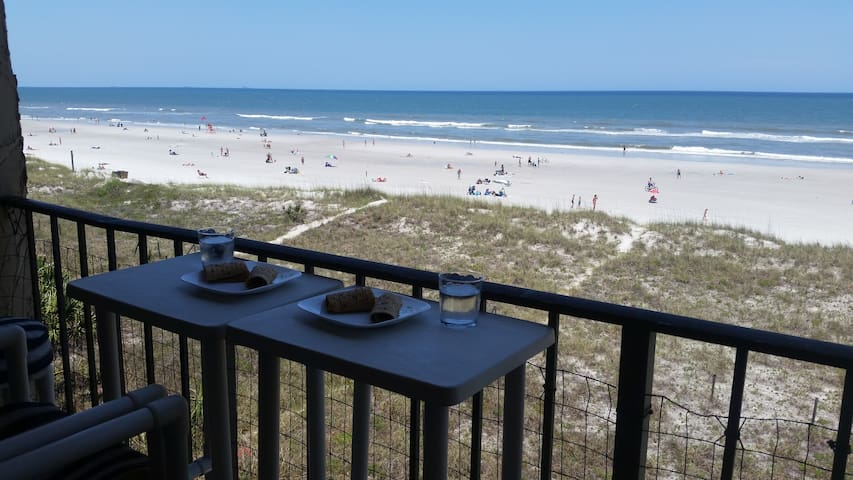 Beachfront Luxurious Charming 2BR Condo - Jacksonville Beach - Flat
