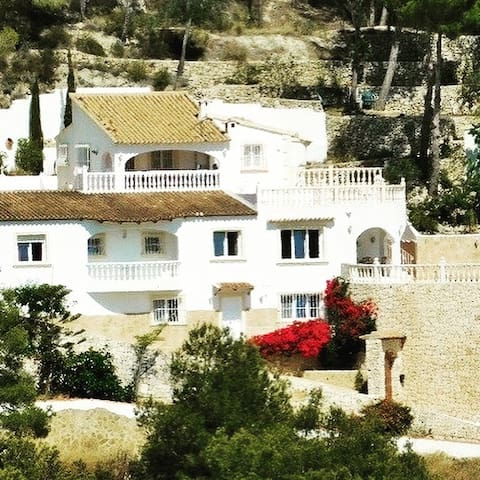 Villa Grinta Marco, a villa with a view in Moraira - Teulada - Bed & Breakfast
