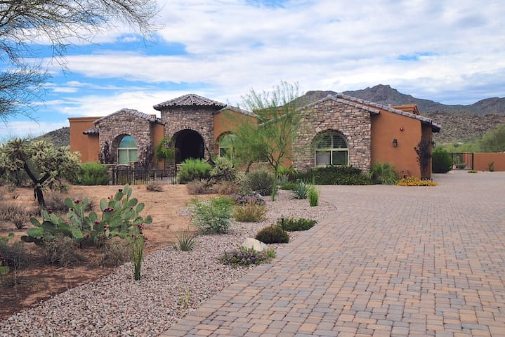 Tuscan-Style 4BR Tucson House - Tucson - Dom