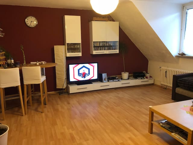 Cozy room for women in shared flat near Hbf