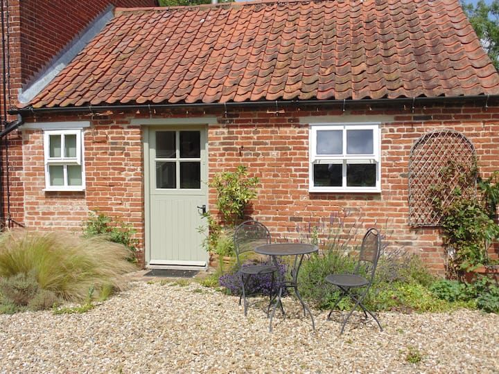 Self contained annexe in quiet rural village