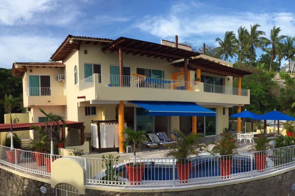 Front of the house ( Frente de la casa )