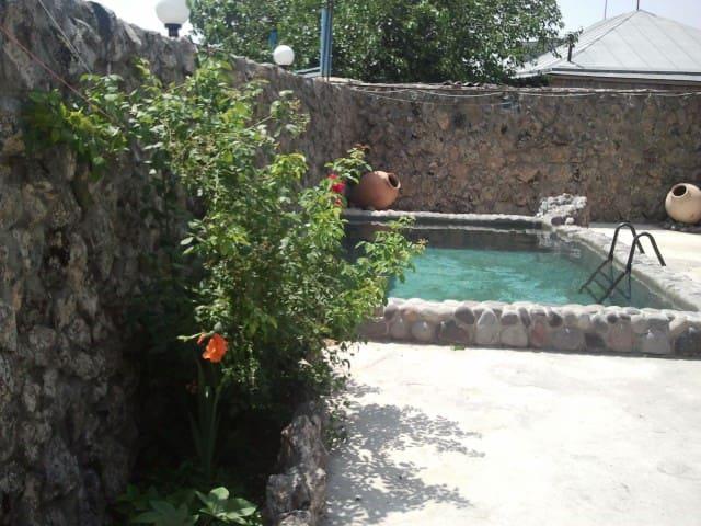 Дом для отпуска Dinadav House - Гарни