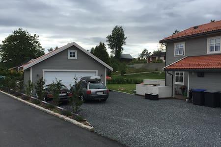 Dronninveien 50, 1550 Hølen. - Vestby